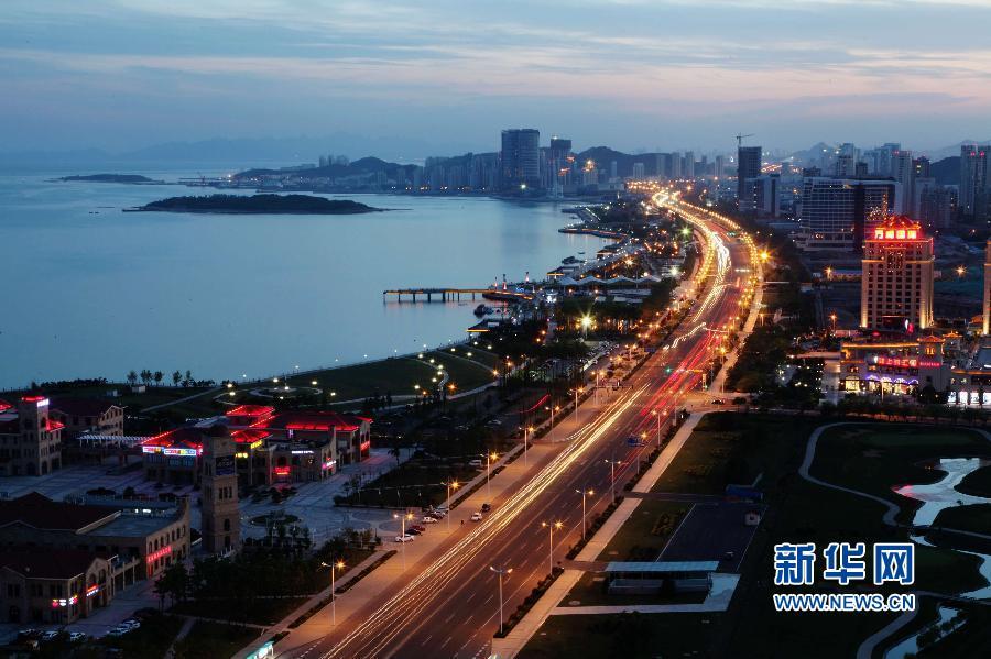 青岛西海岸新区滨海大道夜景