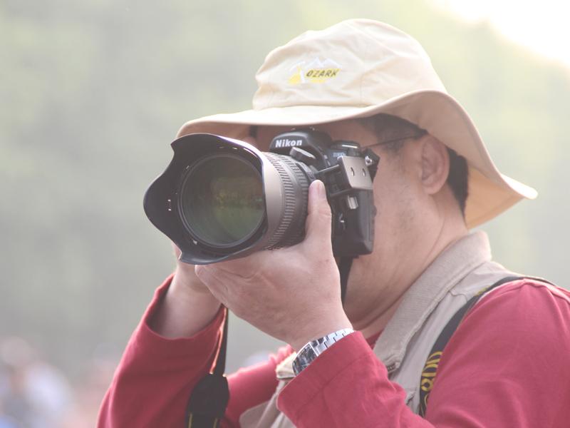不论是新闻工作者,还是摄影爱好者,城市的激情、运动员的奔跑、现场的各种精彩瞬间,都在他们呢的镜头下定格成永恒。.JPG
