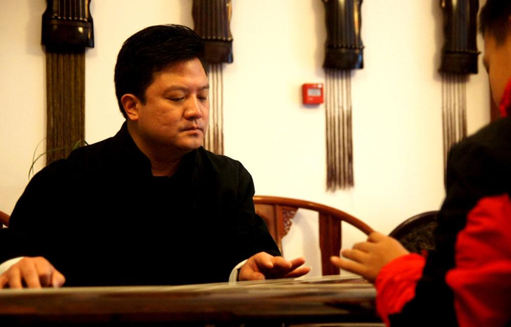 不是每项艺术都能被接受,也不是每位老师都能被理解,在功利化的艺术学习中,能让孩子静心学点古典乐器,是他最大的梦想。