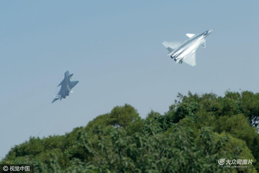 11月1日,广东珠海,珠海航展正式开幕。图为歼-20亮相。