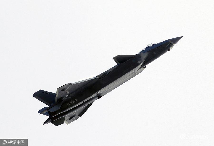 2016珠海航展开幕,各种飞行表演精彩上演。 歼-20惊现珠海航展。