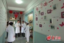 conew_查房结束后,高大川来到病房护士站,与医护人员进行业务交流,进一步了解住院病患的日常状况。.jpg