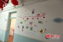 """conew_在山东省胸科医院的特色""""温馨病房"""",精心制作的照片墙给病房添了一丝回家般的温暖。.jpg"""
