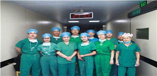 手术结束后,山大二院专家与麦盖提县人民医院医护人员合影.JPG