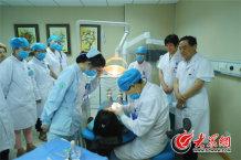 在千佛山医院,人文建设已经渗透到每个科室、每个医护人员心里,渗透到工作的方方面面。这样的努力,让医者医术更加让人感觉温暖。_副本.jpg