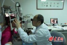 conew_不少患者为了治好眼疾,已经去遍北京、上海、广州等地的众多国内知名医院,最后在这些医院的医生推荐下来找史伟云。记者 王长坤 马俊骥 摄.jpg
