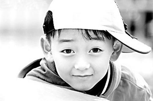 可爱的小学男孩
