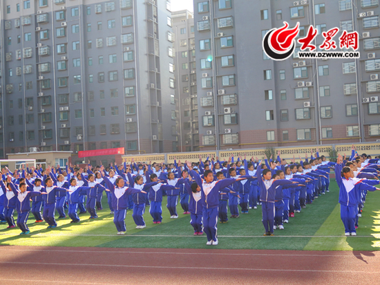 华山中心小学秋季趣味运动会举行,首次进行会操大赛