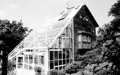 现在楼房大都是坡顶,安装太阳能很不方便