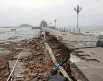百年栈桥暴风雨后坍塌 大潮大浪是元凶