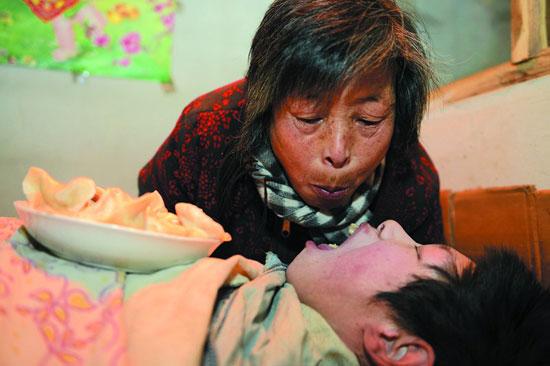 嘴对嘴喂养弃婴29年