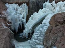 壮美的桑干河飞瀑峡冰瀑