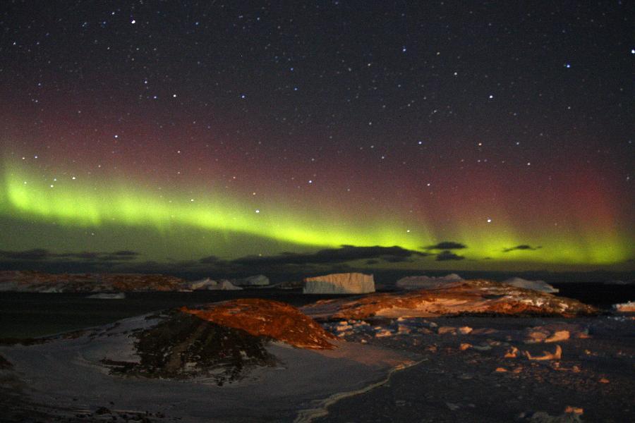 南极中山站的绚丽极光