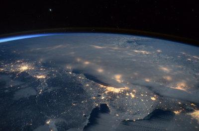 宇航员太空拍摄暴风雪笼罩美东部震撼图像