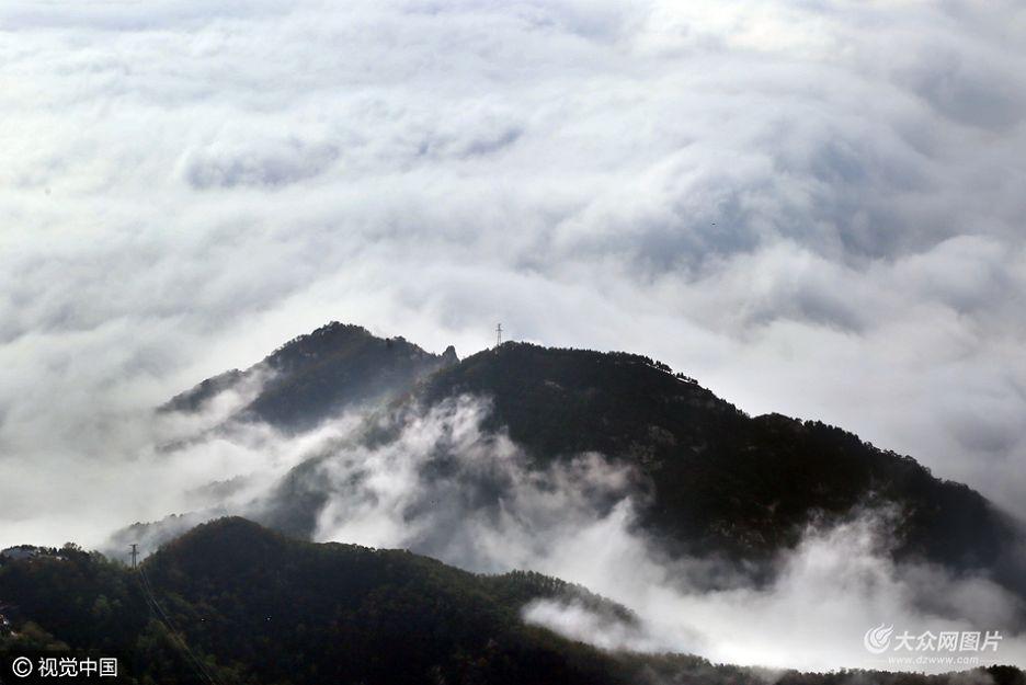 泰安雨后现云海奇观