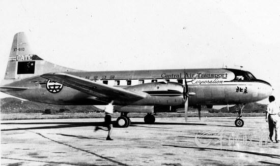 由于当时我国政府对民航飞机表面的喷涂还没有作统一规定,该机起义