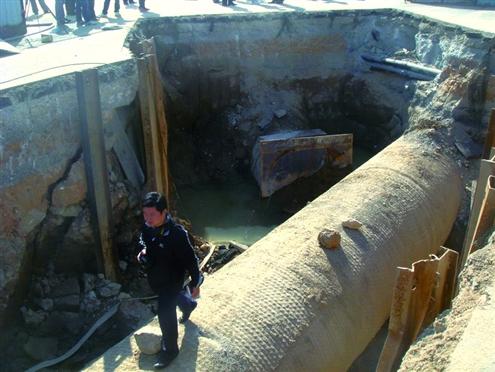 二环西路建高架桥墩 济南百万人饮水或受影响
