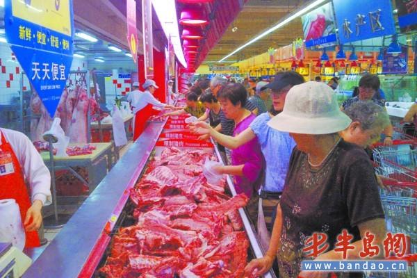 首页 青岛  猪肉价格回落,宁夏路一家超市鲜肉冷柜人气陡涨.