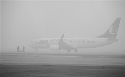 济南机场百余航班取消 一天一夜只飞出24架飞机