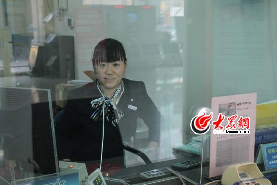 银行柜员桌_银行柜员:有时忙得一上午喝不上水 – 【人人分享-人人网】