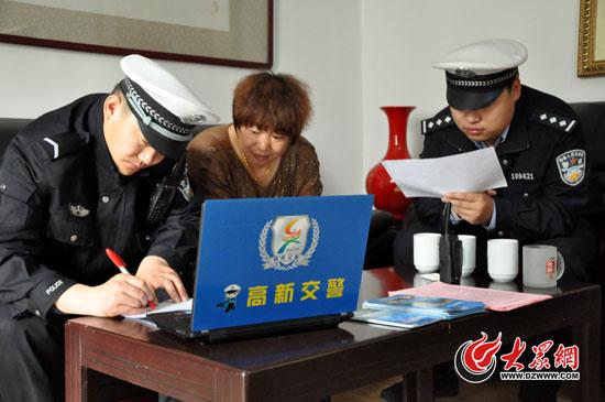 交警支队车所_黄钰峰)今天上午,济南市高新区交警大队的民警们针对旅福运客车公司