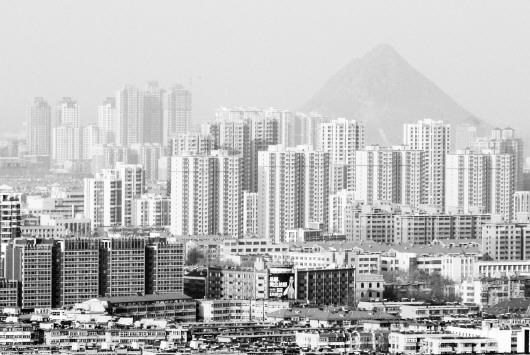 """随着城市的不断""""长高"""",高层建筑消防安全已成为不容忽视的问题."""