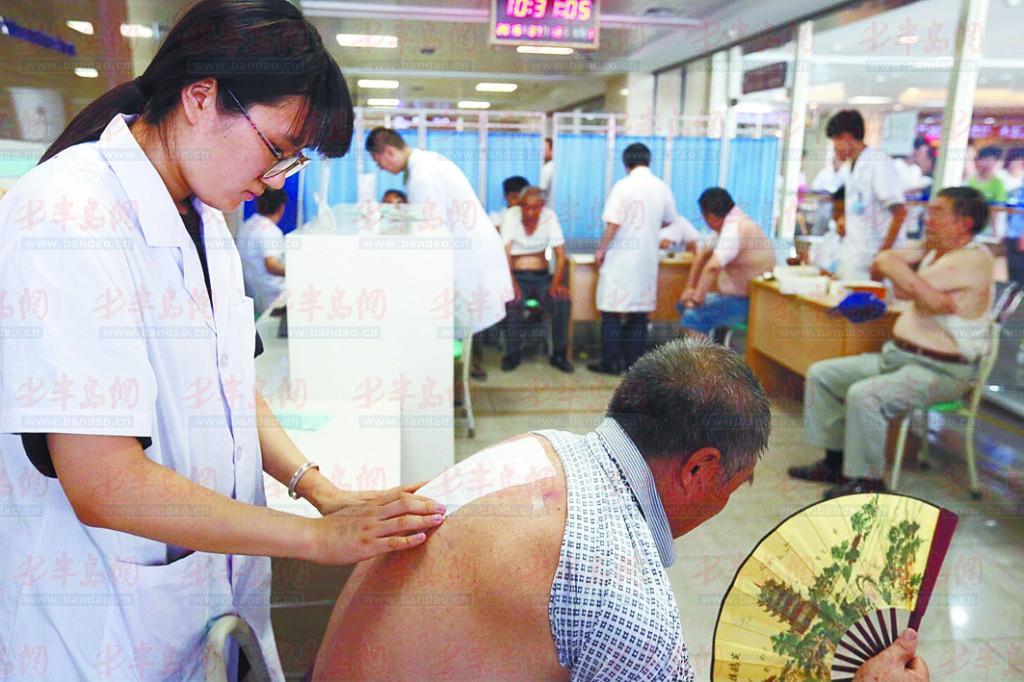 记者 孟达   7月13日是入伏第一天,大清早,海慈医院肺病科,中医儿科