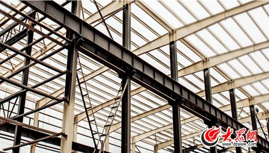 钢结构房屋具有总量轻,跨度大,用料少,造价低,节省基础,施工周期短