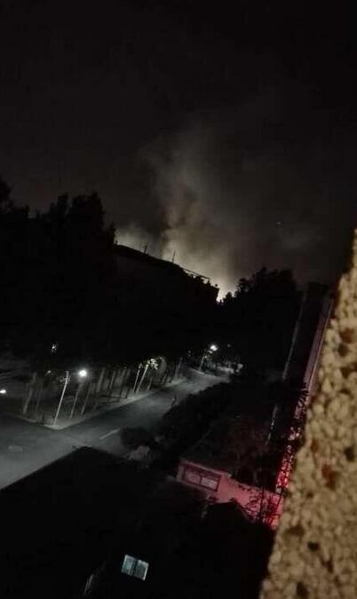 齐鲁制药爆炸_10月10日晚,齐鲁制药厂一车间发生爆炸,漫天漂白色粉末.(网友供图)