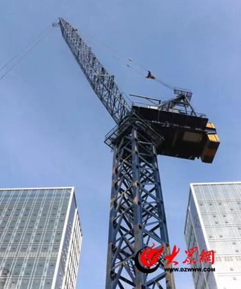 这台内爬式动臂塔吊总高度68