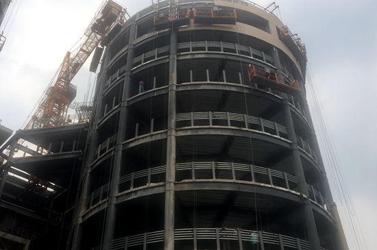 停车场主体为一圆柱体建筑 记者 孙博洋摄-济南 空中停车场 已现雏形图片