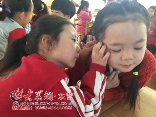 爱护耳朵从我做起 东营实验幼儿园大三班开展爱耳宣传