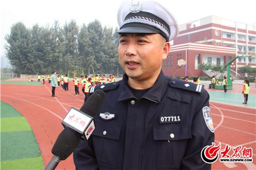 临沂交警支队_临沂市公安局交警支队高新区大队副大队长张文坤接受大众网记者采访