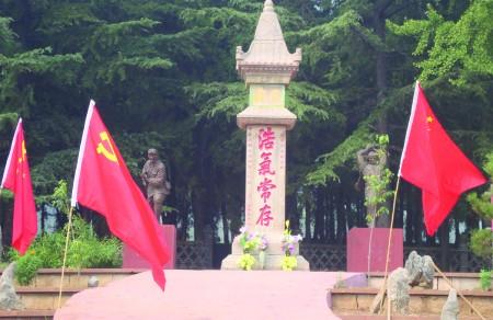 """迎全运,挂国旗""""活动,革命老区临沂市沂水县的沂蒙山根据地景区,早早"""