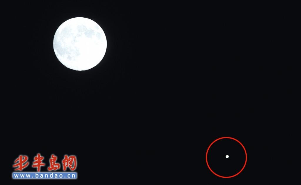 9月23日晚,月亮与木星(红圈处)深情对望