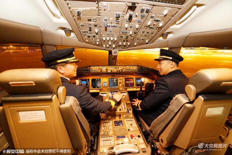 """探访飞机中的""""高富帅""""777豪华飞机内部驾驶舱"""