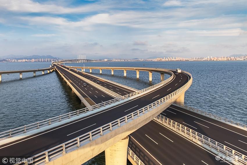 2016年8月4日,山东青岛,黄岛风光.青岛市胶州湾跨海大桥, 巨龙跨海.