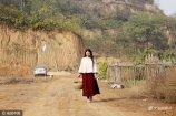 80后美女刘娟正式离开她在郑州市区居住了十年的房子,开着车来到几十公里以外的一个小山村。也就是从这一天开始,从都市的繁华再回到农村的田野,她的人生轨迹重新起航。