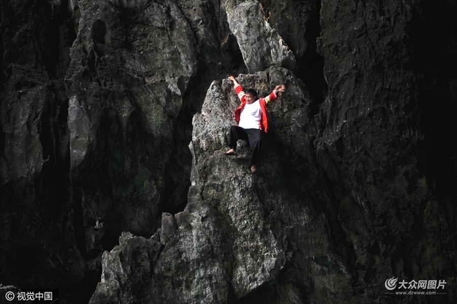 """徒手悬崖峭壁上的""""舞者"""""""