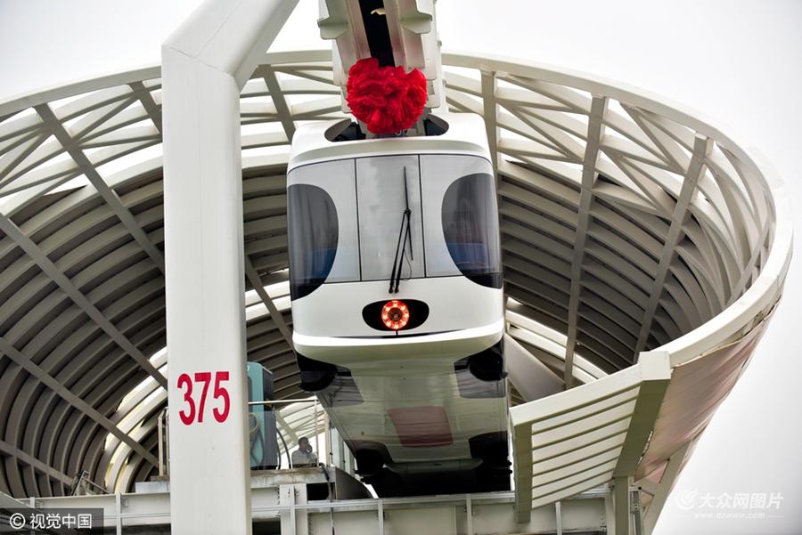 """时速60公里 """"熊猫""""倒挂空中飞 世界首条新能源空铁成都试跑"""