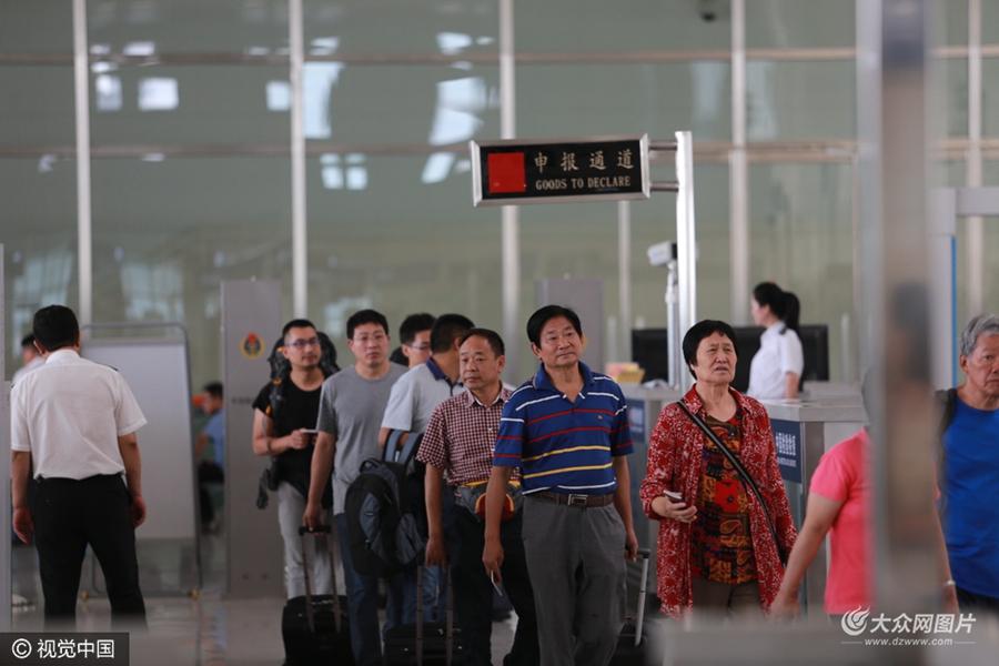 实拍丹东火车站内的朝鲜旅客