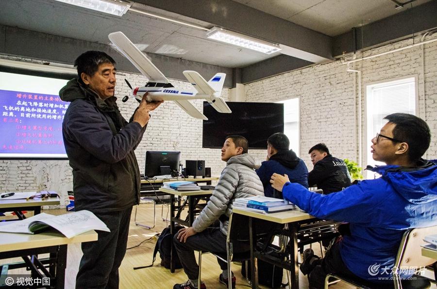 2016年11月,位于北京市通州区台湖镇的一家无人机培训机构,学员们要在这里进行一个月左右的无人机相关内容培训。