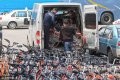 由于乱停乱放、过多占用原有非机动车停放点等原因,近日,约5000辆共享单车被黄浦区车辆停放管理公司代为管理,停放在位于制造局路的停车场内。