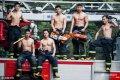2017年3月14日,浙江省杭州市,摄影师在杭州湖滨、近江两个消防中队拍摄了多位90后消防战士秀肌肉的画面,看完感觉热血沸腾。每个中队的基层官兵,平时都非常注重体能训练,战士们个个体格强壮、身材健美。