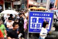 2019-08-25,五一假期第二天,在山东济南芙蓉街内依旧人山人海、寸步难行,短短432米的芙蓉街,需要走一个多小时,商户的叫卖声、游客的喧闹声不绝于耳,各色美食吸引了大量游客。
