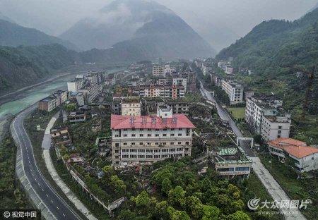 2017年4月24日,四川汶川地震遗址。北川老县城在经历了08年大地震后,还在2013年遭遇过一次严重的洪涝灾害,如今成为了地震遗址,供全国各地民众前来凭吊。