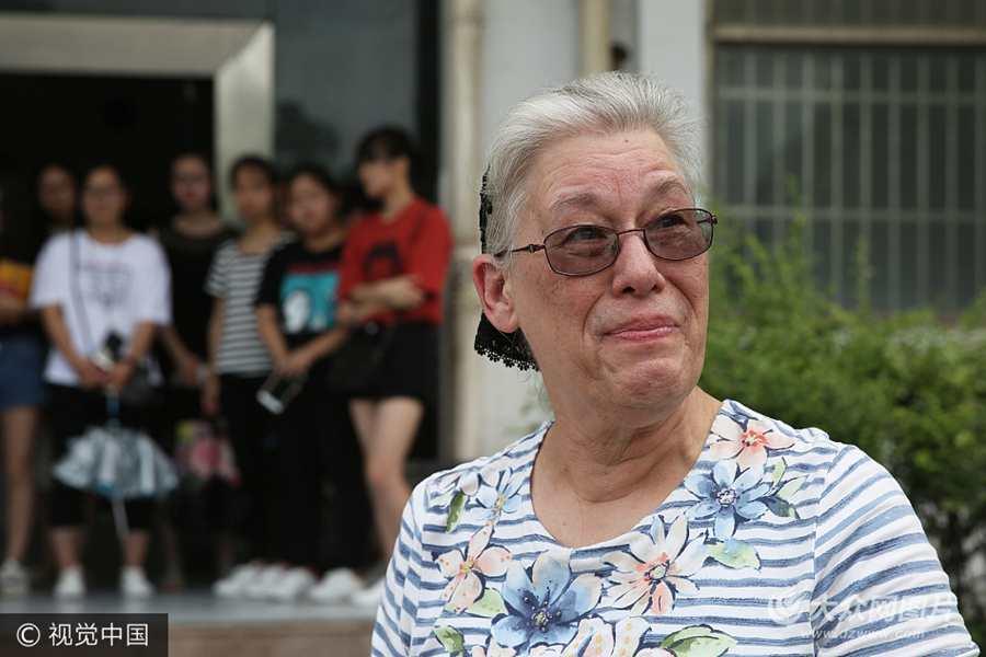 美国老太中国教书20年 退休回国留下一座图书馆