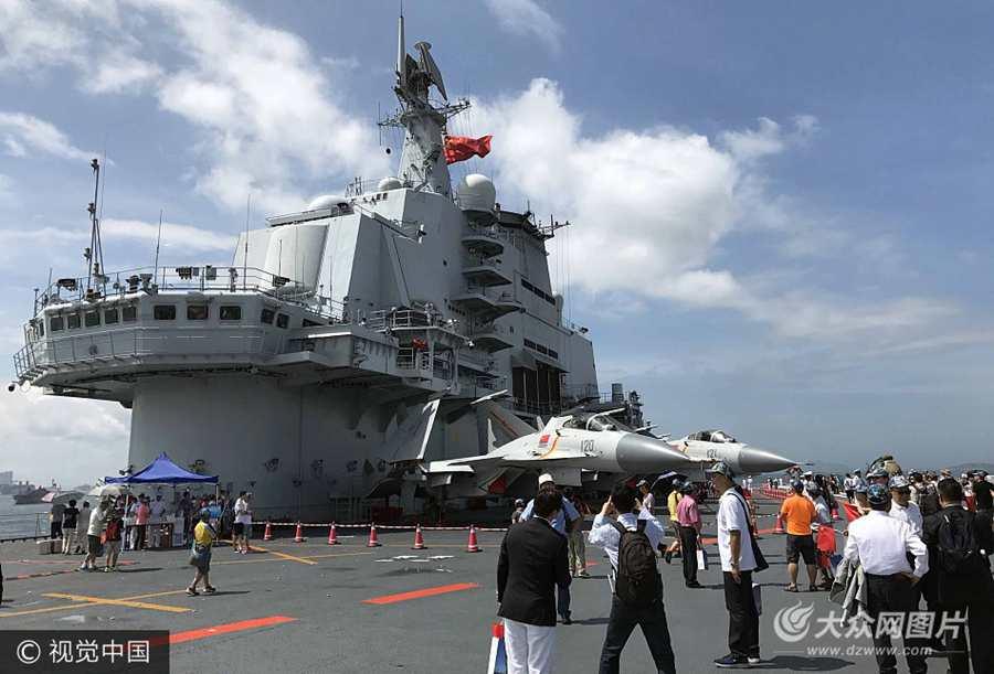 香港:航母辽宁舰第二天开放予市民参观