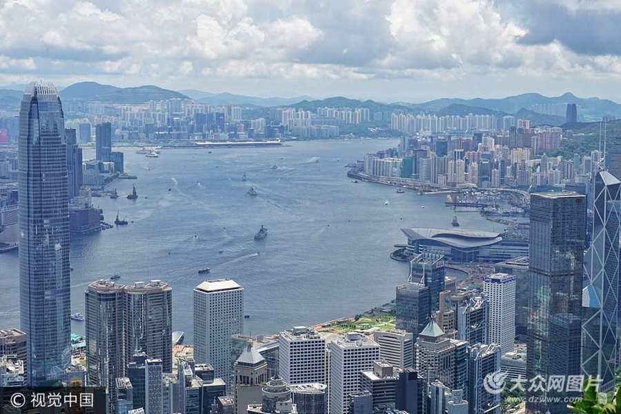 辽宁舰航母编队离开香港  继续执行跨区机动训练任务