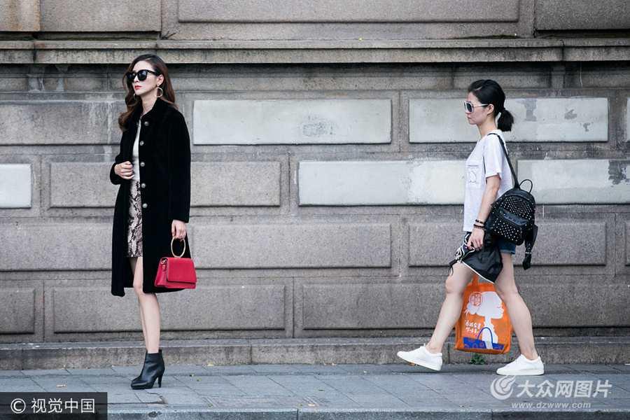 杭州:女模特38℃高温下穿冬装拍照